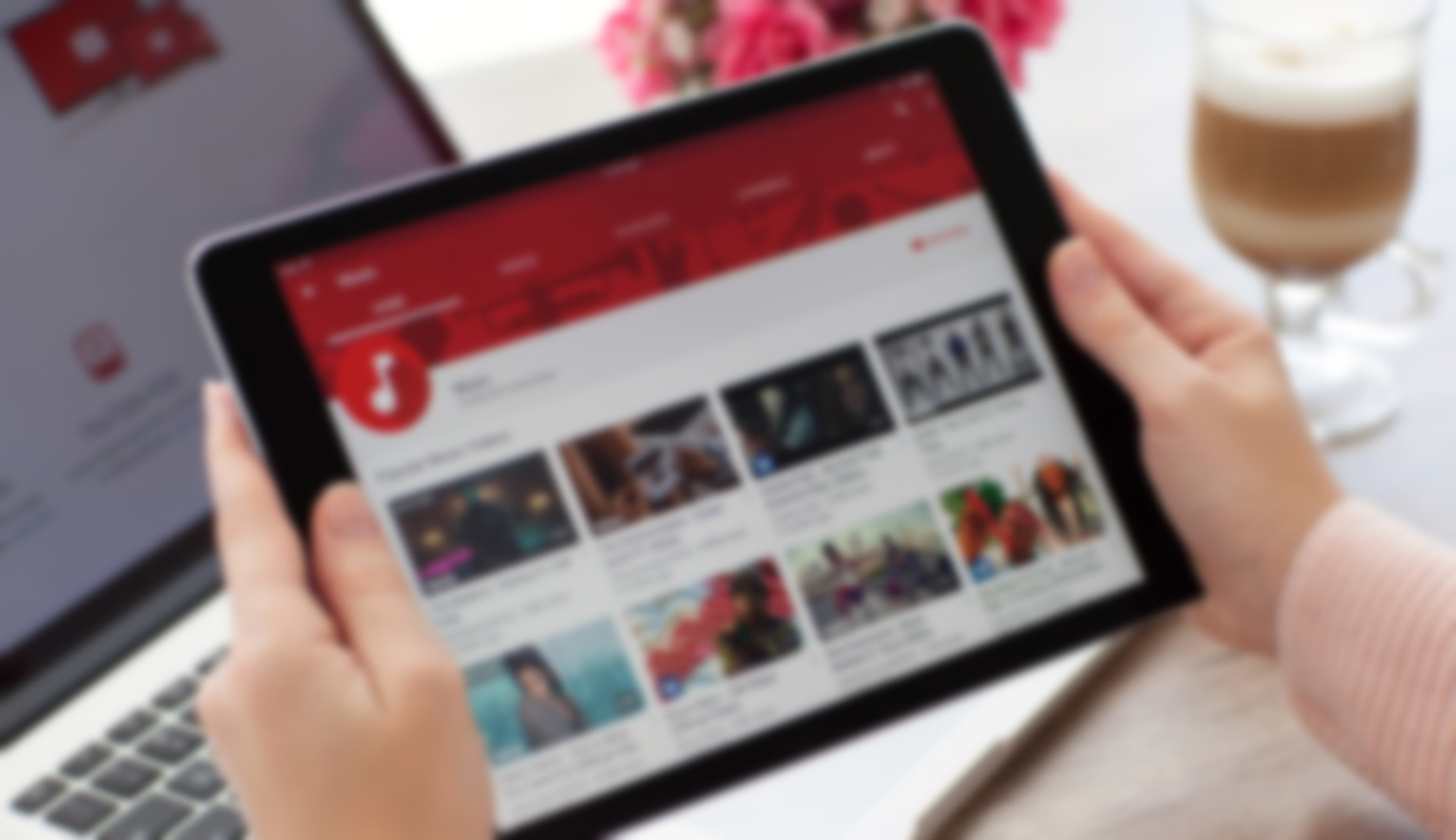 US Social Users Head to YouTube, Facebook to Watch Videos